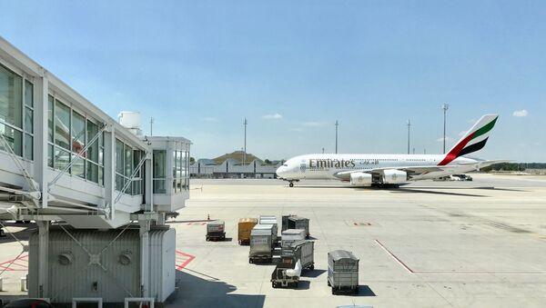 Un avión de la aerolínea Emirates - Sputnik Mundo