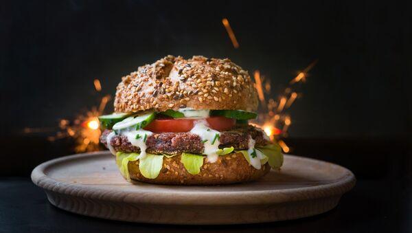 Una hamburguesa vegetariana - Sputnik Mundo