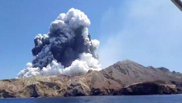 El volcán de la isla Whakaari (White Island) de Nueva Zelanda - Sputnik Mundo