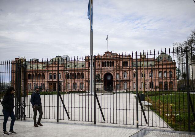 Rejas frente a la Casa Rosada, sede sel Gobierno argentino