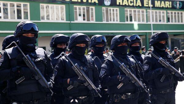 Policías de un cuerpo antiterroristas forman durante un acto en Bolivia - Sputnik Mundo