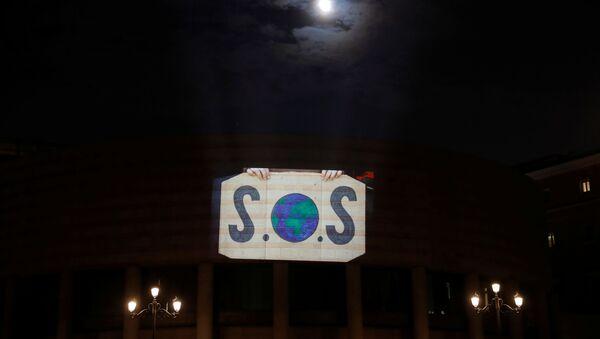Un vídeo de activistas en el Palacio del Senado en Madrid en el marco de la COP25 - Sputnik Mundo