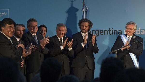 El presidente de Argentina, Alberto Fernández, junto al nuevo gabinete - Sputnik Mundo