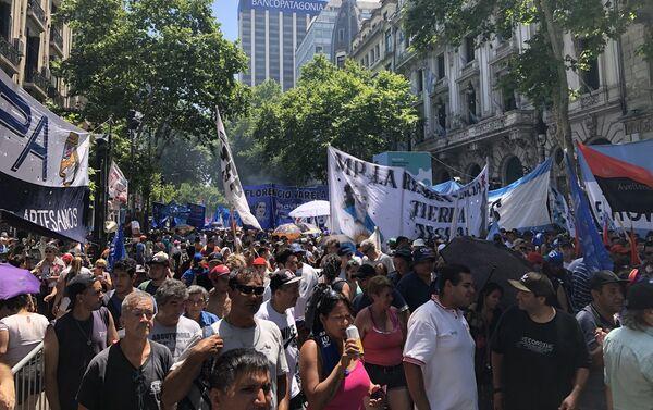 Decenas de miles de personas inundaron las calles del centro de Buenos Aires - Sputnik Mundo