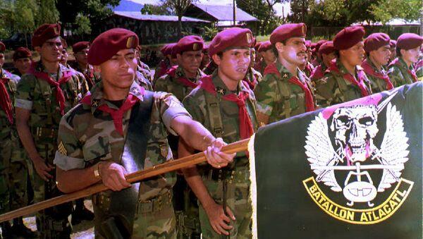 Soldados del Batallón Atlácatl, uno de los principales luchadores en la guerra civil salvadoreña - Sputnik Mundo