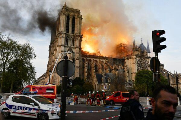 El año 2019 en imágenes: desde el incendio en Notre Dame hasta el patinaje artístico  - Sputnik Mundo