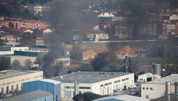 Incendio en una planta de residuos en Barcelona - Sputnik Mundo