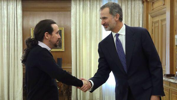 El secretario general del partido español Podemos, Pablo Iglesias, y el Jefe del Estado, el monarca Felipe VI - Sputnik Mundo