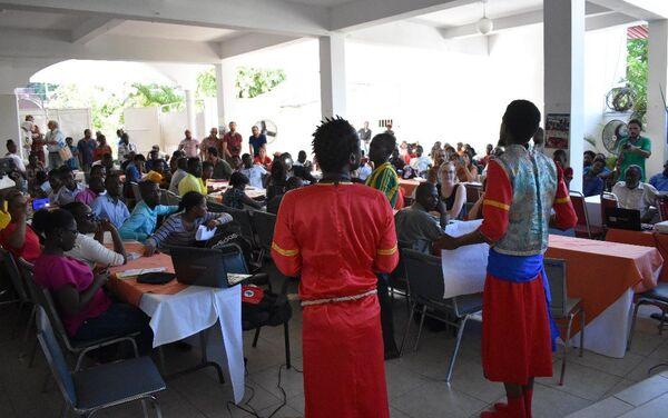 Participantes del Coloquio Internacional 'Ocupación, soberanía, solidaridad: Hacia un tribunal popular sobre los crímenes de la Minustah' realizado en Haití / - Sputnik Mundo