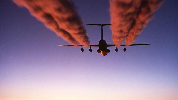 Estela de condensación (imagen referencial) - Sputnik Mundo