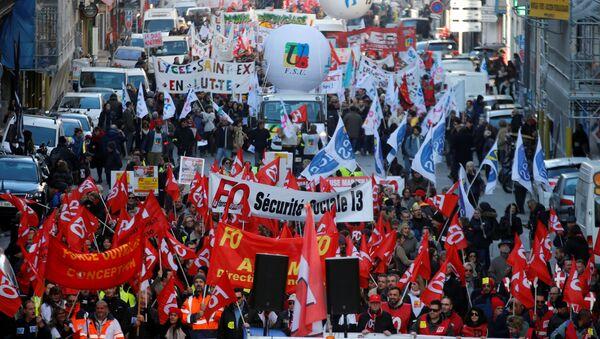 Protestas contra reformas de las pensiones en Francia - Sputnik Mundo