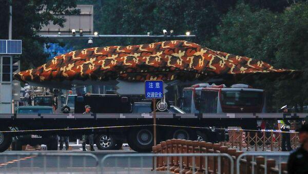 Un dron chino durante el ensayo de un desfile militar - Sputnik Mundo