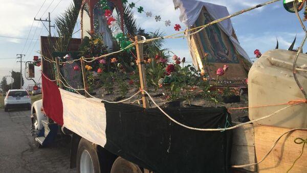 Peregrinación desde Santa María Zacatepec, en las faldas del volcán Popocatépetl hacia la Basílica de la Virgen de Guadalupe - Sputnik Mundo