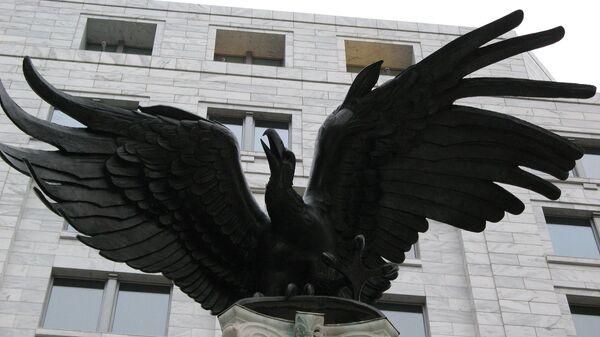 La estatua del águila cerca de la Reserva Federal de EEUU - Sputnik Mundo