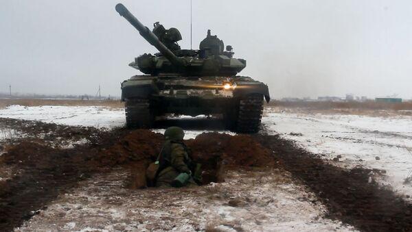 Así los soldados rusos se enfrentan a los tanques cara a cara - Sputnik Mundo