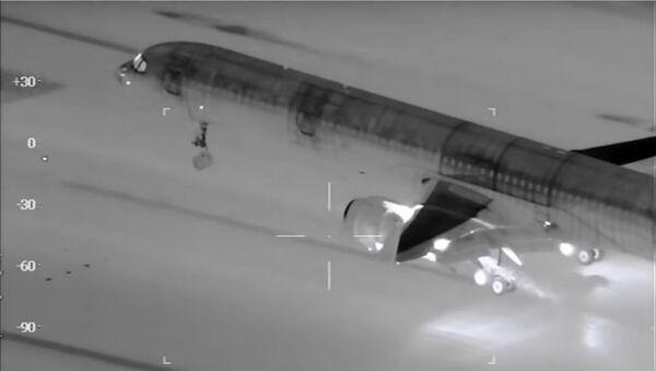 Aterrizaje de un avión visto por una cámara térmica - Sputnik Mundo