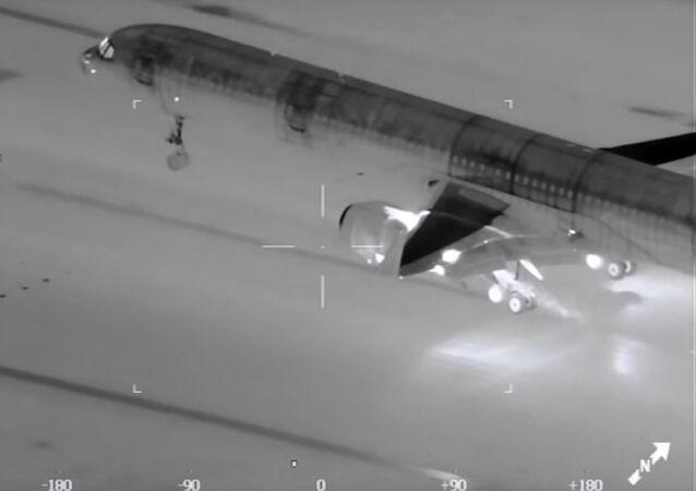 Aterrizaje de un avión visto por una cámara térmica