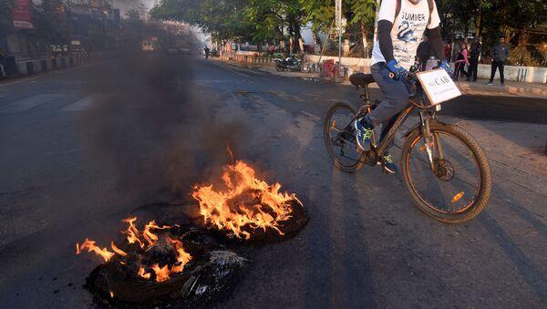 Protestas en Assam, la India - Sputnik Mundo