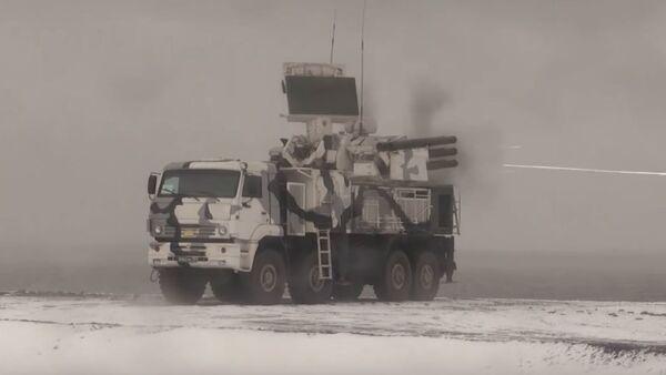 Los sistemas antiaéreos Pantsir-S1 ponen a prueba sus cañones - Sputnik Mundo