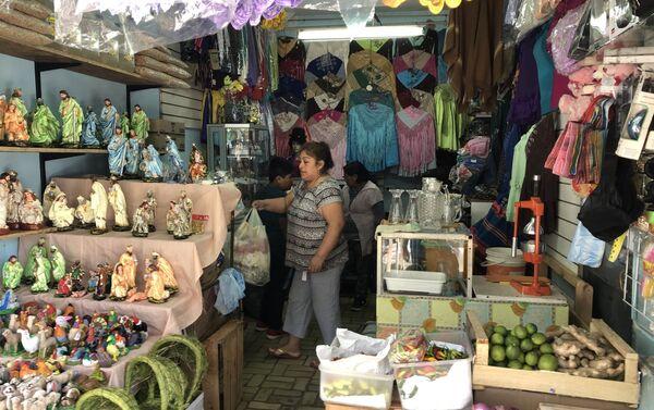Local comercial en el Mercado andino de Liniers,  en Buenos Aires, Argentina - Sputnik Mundo