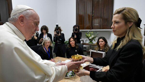 El papa Francisco y la primera dama argentina, Fabiola Yáñez - Sputnik Mundo