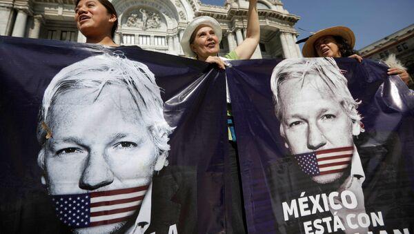 Seguidores de Julian Assange en México - Sputnik Mundo