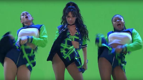 Camila Cabello en su actuación en el programa de Jimmy Fallon - Sputnik Mundo