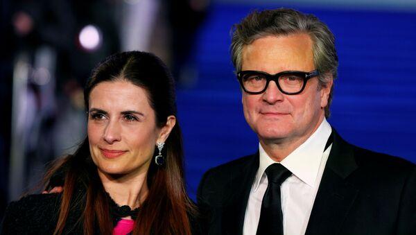 El actor británico Colin Firth con su esposa Livia Giuggioli - Sputnik Mundo