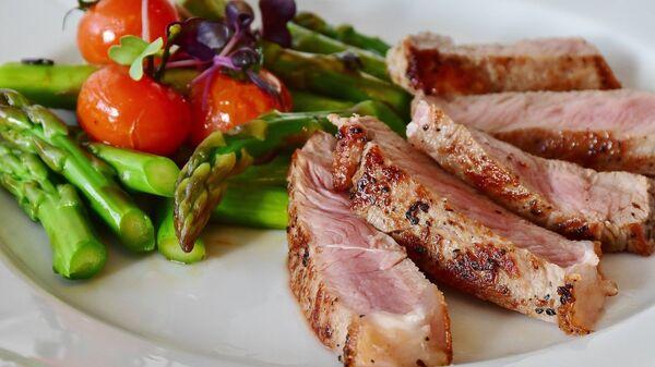 Carne y verduras - Sputnik Mundo