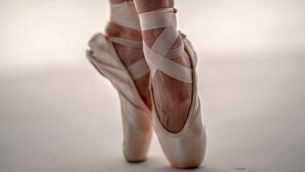Los pies de una bailarina (archivo) - Sputnik Mundo
