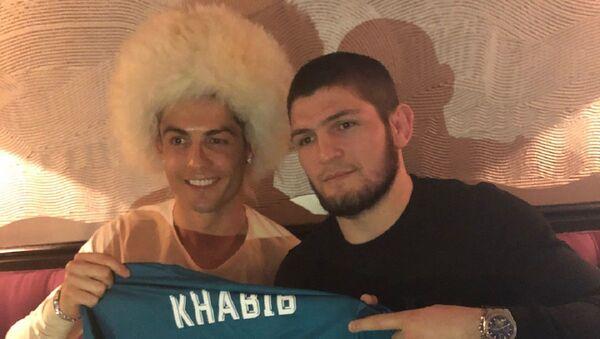 Cristiano Ronaldo y Khabib Nurmagomedov (archivo) - Sputnik Mundo