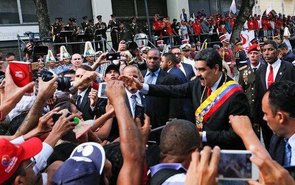 El presidente de Venezuela, Nicolás Maduro, llegando al Palacio Federal Legislativo - Sputnik Mundo