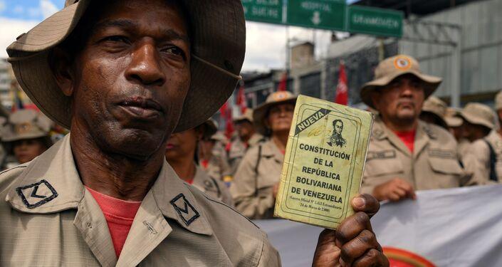 Un miembro de la Milicia Bolivariana durante la celebración del 20 aniversario de la creación de la Constitución venezolana