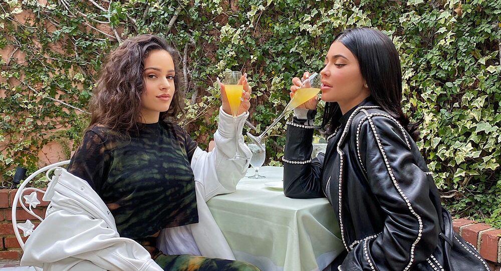 Rosalía, cantante española, y Kylie Jenner, celebridad estadounidense