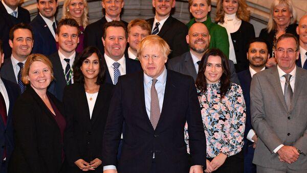 El primer ministro del Reino Unido, Boris Johnson, con el nuevo Gobierno - Sputnik Mundo