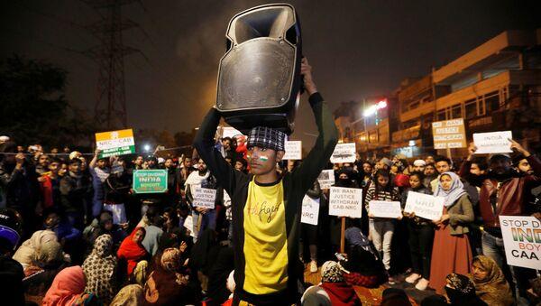 Protestas de los estudiantes en la India contra la ley de ciudadanía - Sputnik Mundo