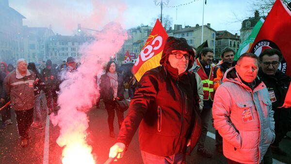 Las protestas de sindicatos obreros en Francia - Sputnik Mundo