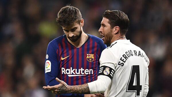 Gerard Piqué y Sergio Ramos - Sputnik Mundo