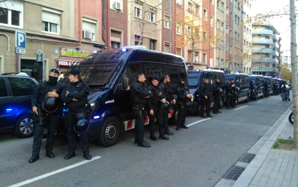 La policía durante las protestas en Barcelona - Sputnik Mundo