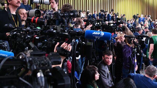 Periodistas en la gran rueda de prensa 2019 de Vladímir Putin - Sputnik Mundo