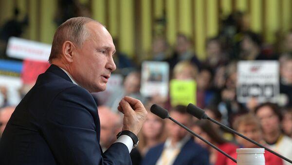 El presidente ruso, Vladímir Putin, durante la gran rueda de prensa anual 2019 - Sputnik Mundo