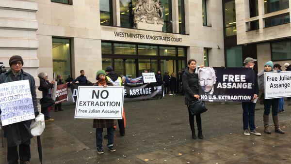 Manifestación de los partidarios de Assange in London - Sputnik Mundo