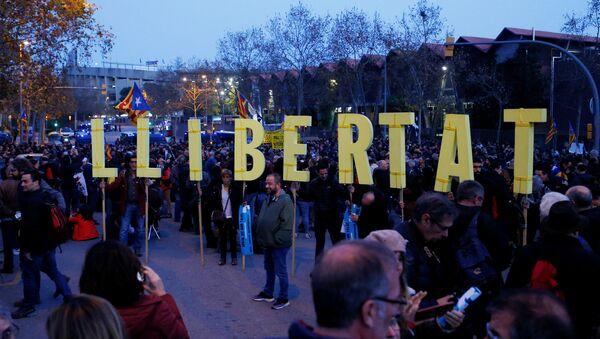 La manifestación antes del partido Real-Barcelona  - Sputnik Mundo