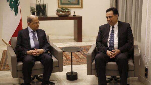 El presidente libanés, Michel Aoun, y el primer ministro, Hasan Diab - Sputnik Mundo