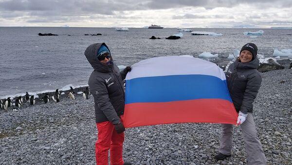Katja Ovchinnikova y Evguenia Alechine, ambas nacidas en Rusia - Sputnik Mundo