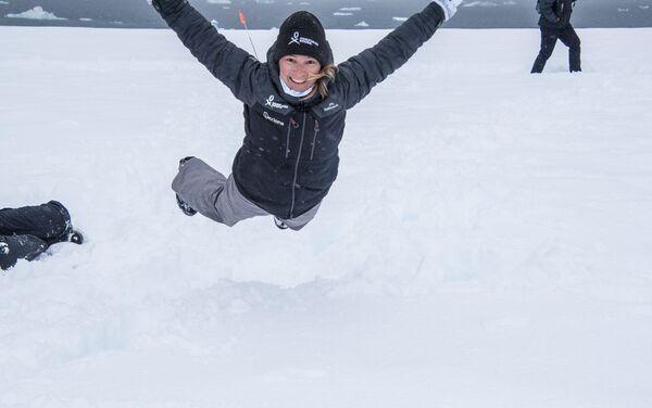 Volando en la nieve - Evguenia Alechine - Sputnik Mundo
