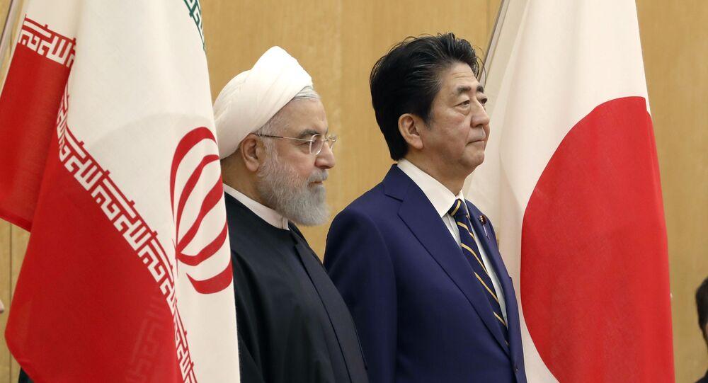 El presidente de Irán, Hasán Rohaní, y el primer ministro japonés, Shinzo Abe