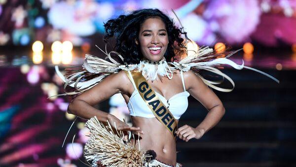 Мисс Гваделупа Клеманс Ботино во время выступления на конкурсе Мисс Франция 2020 в Марселе - Sputnik Mundo