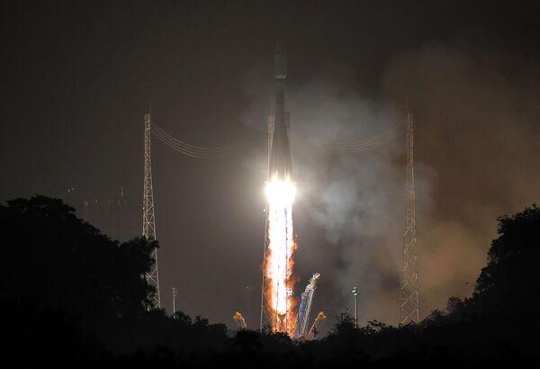 Запуск ракеты Союз-СТ c космодрома Куру - Sputnik Mundo