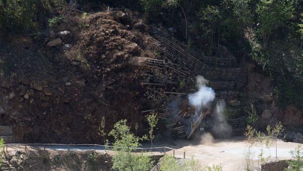 Explosión de una mina (imagen referencial) - Sputnik Mundo